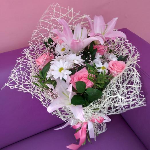 Сборный букет из лилии и роз