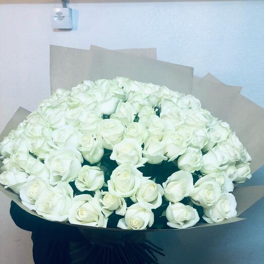Розы 101 штука белые 60 см