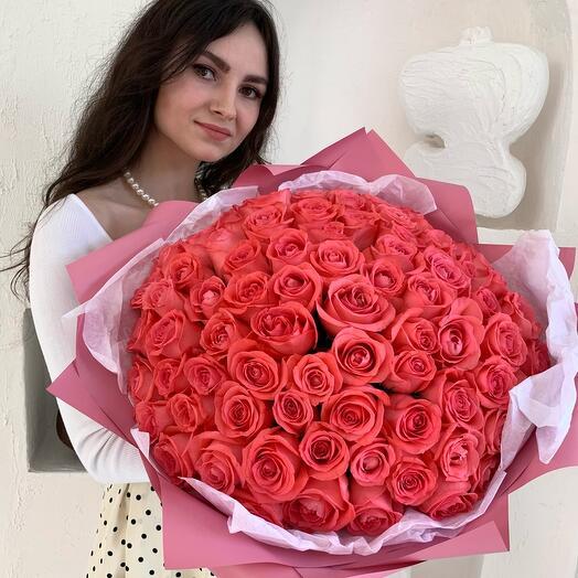 Букет из 81 коралловой розы