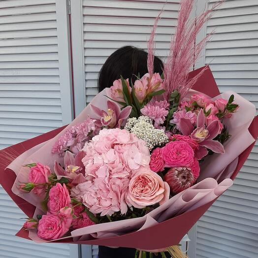 """Букет цветов """"Королеве !"""""""