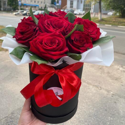 Цветы в коробке из роз