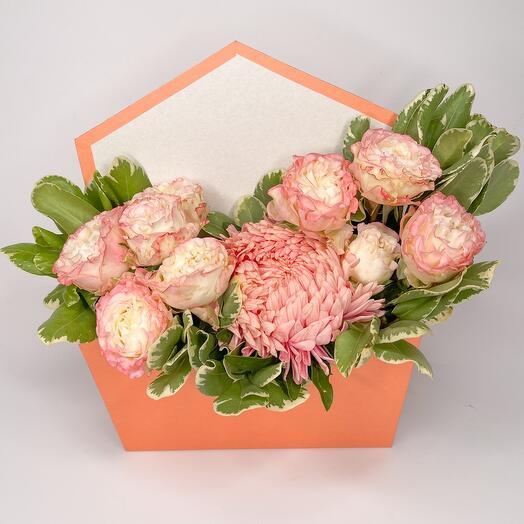 Розовая композиция в коробке