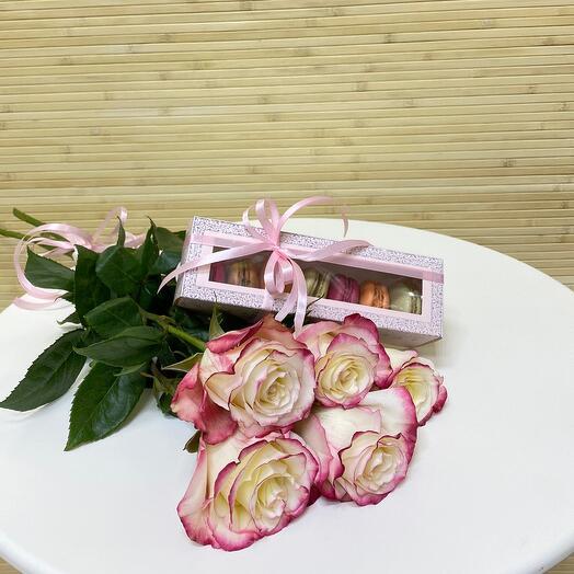 Розы и макаруны