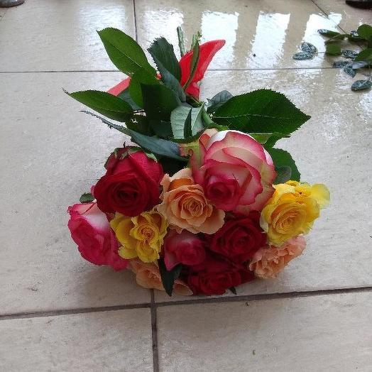 Букет из 10 разноцветных кенийская роза: букеты цветов на заказ Flowwow