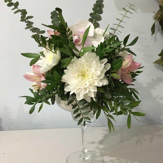 Композиция в фужере: букеты цветов на заказ Flowwow