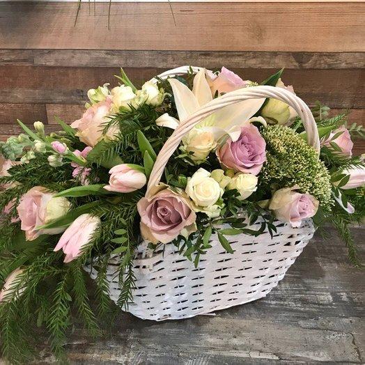 Корзина с лилией и розами