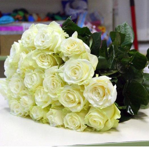 Белая роза Мондиаль: букеты цветов на заказ Flowwow