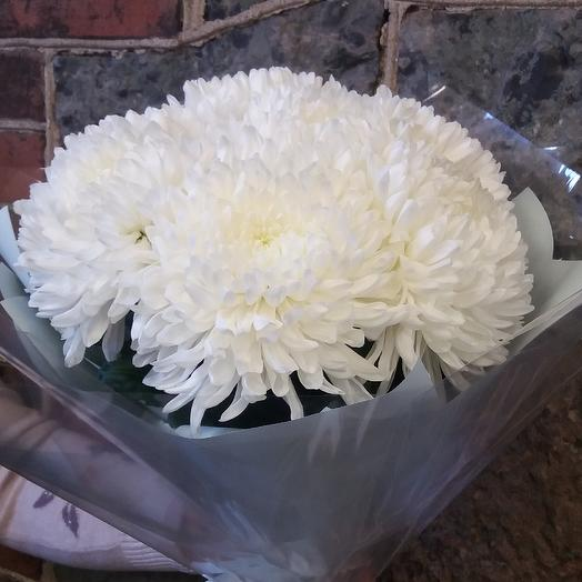 Букет из белой крупной хризантемы
