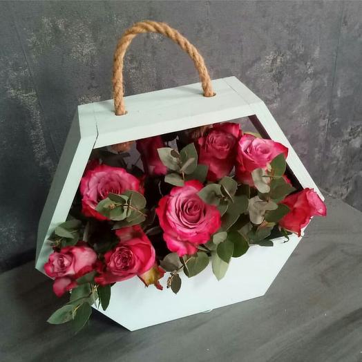 Розы в боксе: букеты цветов на заказ Flowwow