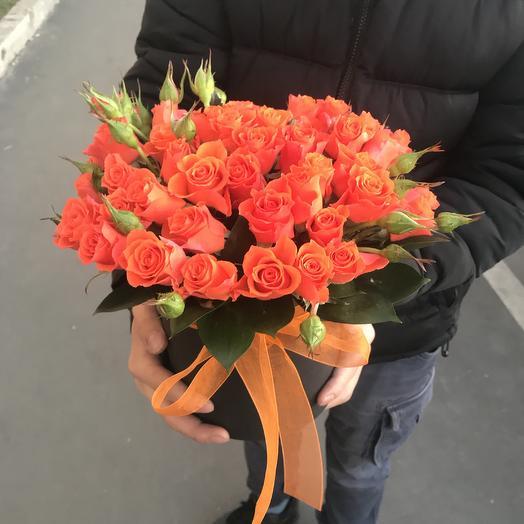 Коробочка с оранжевыми кустовыми: букеты цветов на заказ Flowwow
