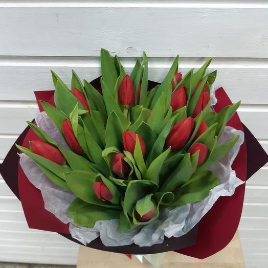 Алый скромняга: букеты цветов на заказ Flowwow