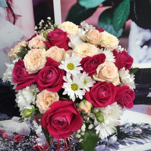 Коробка подарок из роз и хризантем: букеты цветов на заказ Flowwow