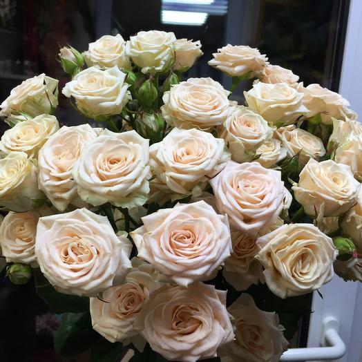Букет кремовых кустовых роз