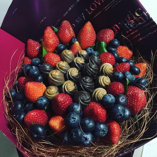 Букет из ягод и конфет