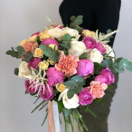 Пионы с эвкалиптом и пионовидными розами: букеты цветов на заказ Flowwow