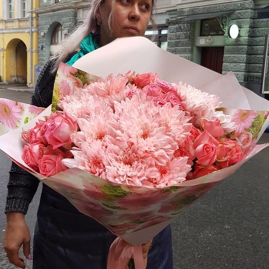Розовый букет с кустовыми розами по супер цене: букеты цветов на заказ Flowwow