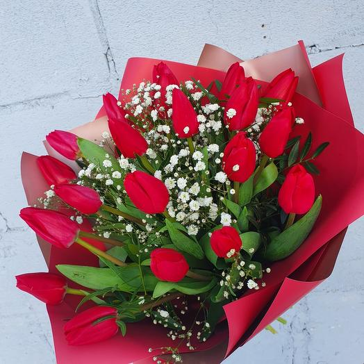 """Букет с красными тюльпанами """"С 8 Марта"""""""