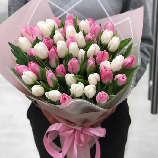 25 delicate tulips