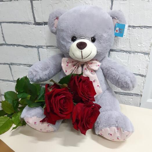 Серый мишка с красной розой