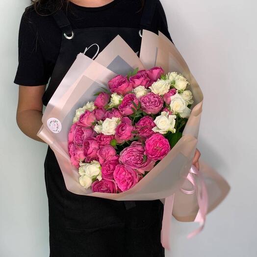 15 кустовых пионовидных роз