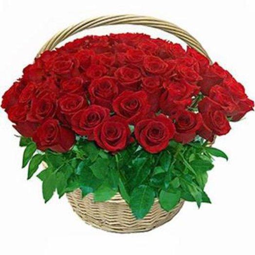 Корзина из 51 розы С любовью: букеты цветов на заказ Flowwow