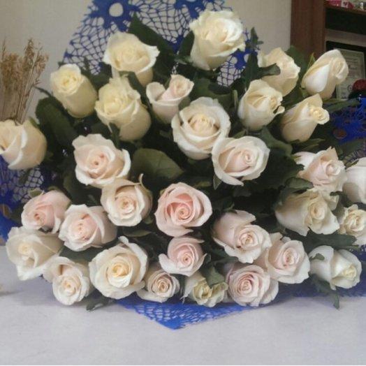 Букет 31 ароматная кремовая роза