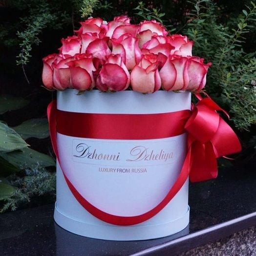 Голландские Красные розы в белой шляпной коробке 39-41 шт