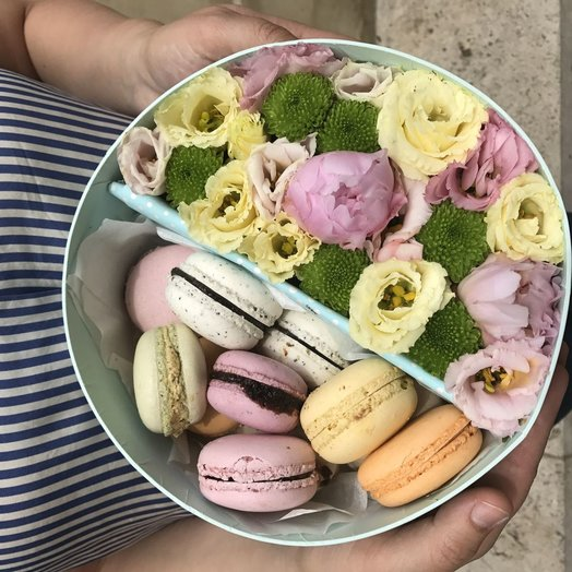 Lots of macaron - flowers and macaroons: flowers to order Flowwow