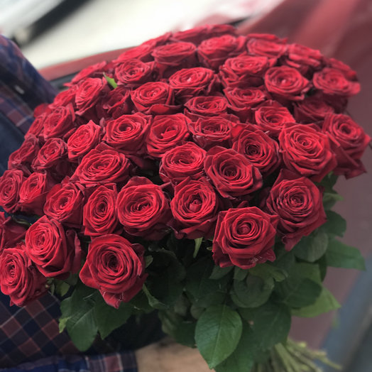 Букет из 65 красных роз 50 см: букеты цветов на заказ Flowwow