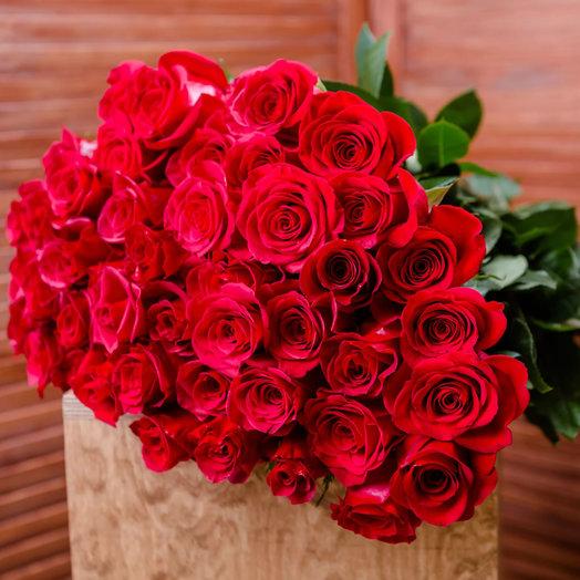 Букет из 51 красной местной розы 70 см: букеты цветов на заказ Flowwow