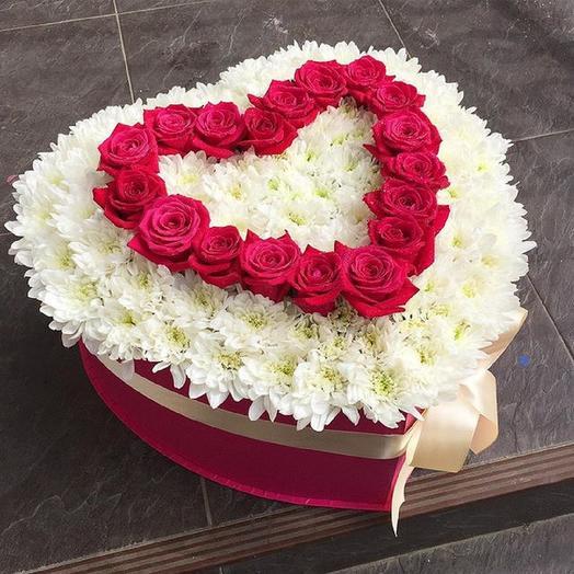Сердце из цветов: букеты цветов на заказ Flowwow