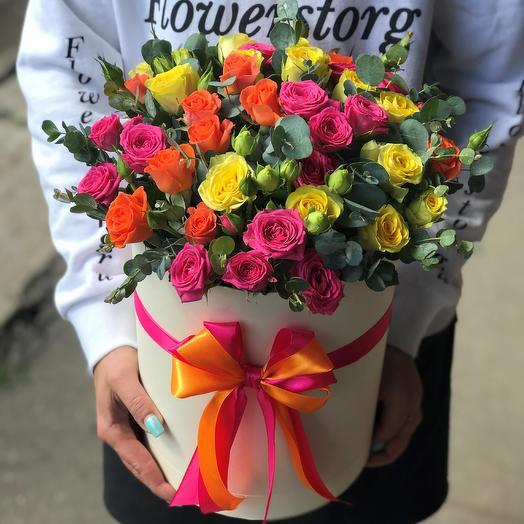 Коробки с цветами. Кустовые розы. Микс с эвкалиптом. N464: букеты цветов на заказ Flowwow