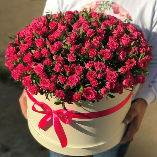 Коробка XXL из 101 розовой кустовой розы. N610: букеты цветов на заказ Flowwow