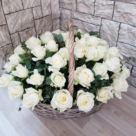 Корзина 51 белая роза: букеты цветов на заказ Flowwow