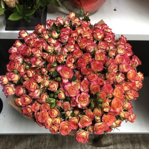 51 огненная кустовая роза: букеты цветов на заказ Flowwow