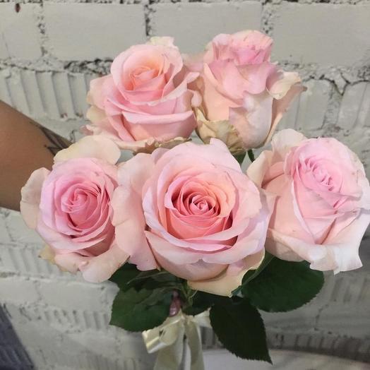 Розы с бутонами нежно розового цвета: букеты цветов на заказ Flowwow