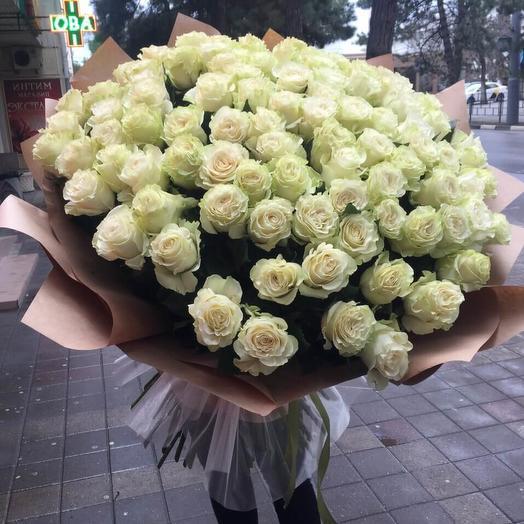 Розы Эквадорские в дизайнерской упаковке 101 шт: букеты цветов на заказ Flowwow