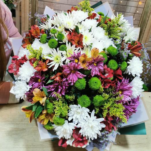 Яркое ассорти хризантем и альстромерии: букеты цветов на заказ Flowwow
