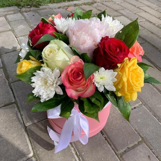 Сборная яркая композиция в шляпной коробке: букеты цветов на заказ Flowwow
