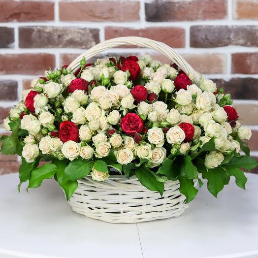 Корзина кустовых роз с пионовидной розой. N824