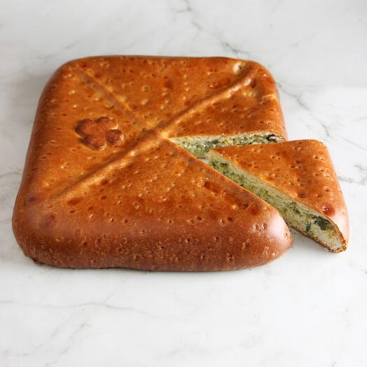 Пирог с луком порей и яйцом