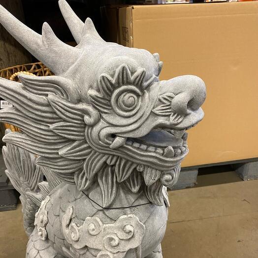 Статуя дракона Япония