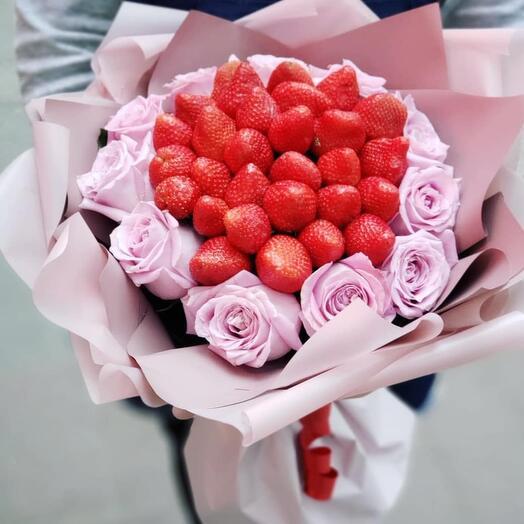 Букет из роз и клубнички 🍓