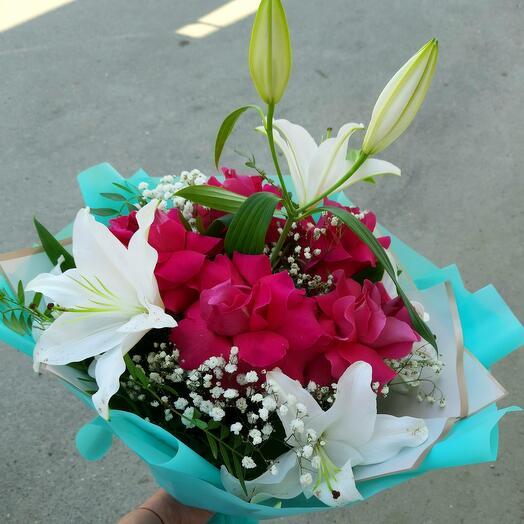 Лилия и шикарная роза