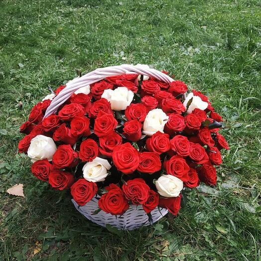 """Корзина с цветами 101 роза """"It s a Wonderful Life"""