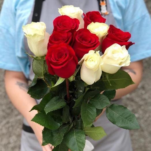 Букет из 11 разноцветных голландских роз 60 см: букеты цветов на заказ Flowwow