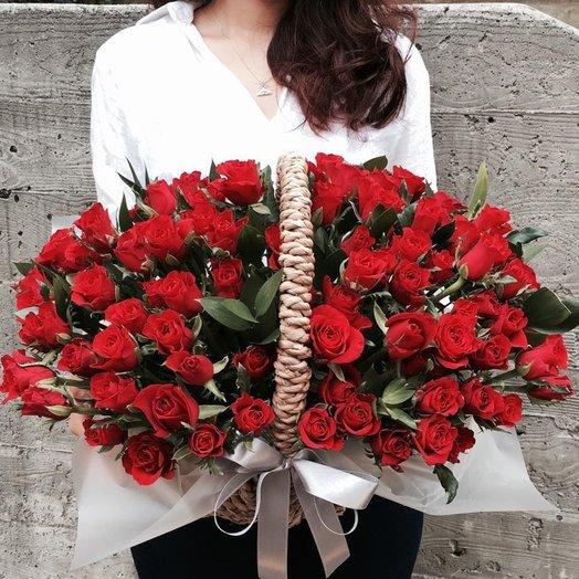 69 красных роз в корзине