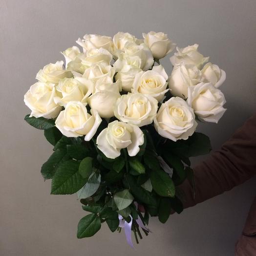 Букет из 21 белой местной розы 50 см: букеты цветов на заказ Flowwow