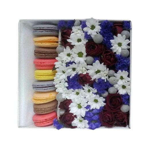 "Коробка с цветами ""Лакомство"": букеты цветов на заказ Flowwow"