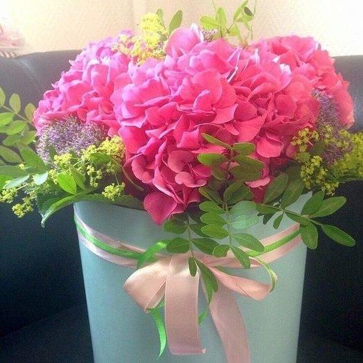 Волшебная шляпная коробка с гортензией: букеты цветов на заказ Flowwow